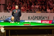 Barry Hawkins, Referee Milosz Olborski und Tom Ford im Finale der Riga Open 2015